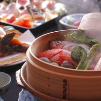 【ご夕食】港町 間人は冬以外にも海の幸が豊富。日本海の荒波で育った魚貝をどうぞ