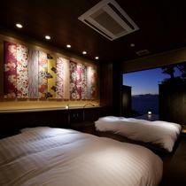 【離れ 季音庵 風乃音(かぜのね) 客室】枯山水の坪庭と日本海の水平線が非日常間を
