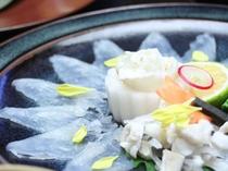 季節の会席料理(河豚刺し)例