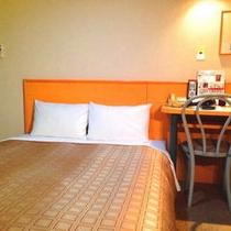 【ダブル】12㎡のお部屋に140㎝幅のダブルサイズベッド。カップル様におすすめです。