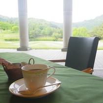 *レストラン一例/朝陽にきらめくグリーンを眺めはとても爽やか!お勧めのひとときです。