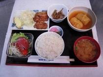 夕食(日替わり定食の一例)