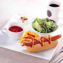 朝食:ホットドッグプレート