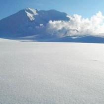 道内最高峰の旭岳の雪質は一度は体験してみたい『クリスタルスノー』