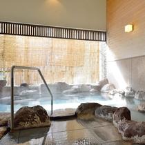 【木の湯】露天風呂 =春= 春の光が差し込む「木の湯」露天風呂
