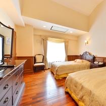 【特別室スイート】ベットルームが別になっており、洗面室、浴室には大理石を使用しています。