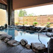 【石の湯】露天風呂 源泉100%かけ流し山の天然温泉です。
