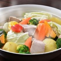 【夕食ブッフェ】東川産野菜たっぷり塩漬け豚肉のポトフ