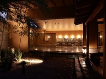 夜の露天風呂 竹林