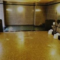 ①男性浴場