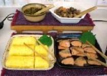出し巻き卵・焼鮭・筑前煮・辛子高菜