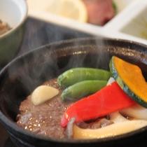 牛フィレと野菜の蒸し料理
