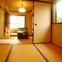 【他の方にお気兼ねなしの角部屋】2間続きの和室(12畳)
