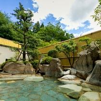 大浴場:自然に囲まれた露天風呂
