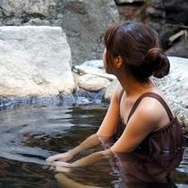 【湯あみ着】ご宿泊の女性のお客様には無料で湯あみ着をレンタルいたします。