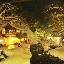 『子宝の湯』冬・混浴・200畳/雪景色を眺めながらゆったり露天風呂を満喫ください。