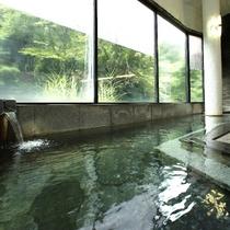【大浴場・殿湯】源泉を贅沢にも掛け流し、宝川の湯をご堪能下さい。