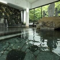 【大浴場・姫湯】源泉を贅沢にも掛け流し、宝川の湯をご堪能下さい。