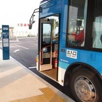 ③路線バス 『所要時間約25分』 系統4 平得・大浜・白保経由 空港線にご乗車下さい。