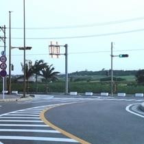 ⑤南ぬ島石垣空港のメインロータリーを過ぎ、最初のT字路を左折します。