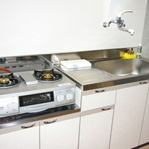 全室キッチン付き!ガスコンロも付いていますので本格的に料理することも可能です♪