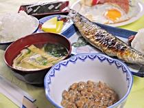【朝食の一例】地元食材を使った美味しい朝食