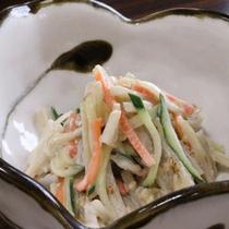 *朝食一例/ゴボウサラダ…シャキシャキ食感が味わえる一品
