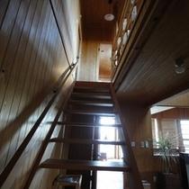 寝室への階段