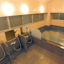 *【大浴場】洗い場も十分な広さがございます。