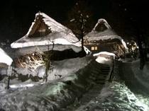 雪をかぶった合掌造り 【飛騨の里】