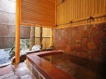 麗曲の間(17号室)の露天風呂