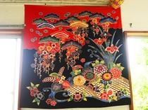 【施設内】琉球王朝時代の沖縄の衣装!色鮮やかで美しい伝統の柄です