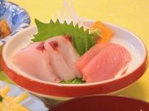 【夕食一例】地元のお刺身