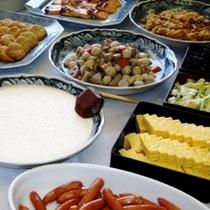 ■バイキング朝食(地産地消の和食も豊富)