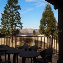 温泉休憩所テラスからも外輪山が眺望できます!