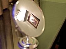 客室備品:スタンドミラー(裏面は拡大鏡)