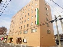 ホテル外観(駅側より)