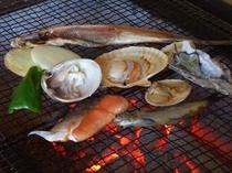 旬の新鮮な魚介類を炭火焼でお召し上がり下さいませ。