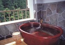 露天風呂付客室の露天風呂