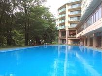 温泉プール♪ いよいよ7月9日から営業開始!