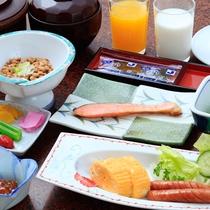 *【朝食一例】地元産のおいしいご飯とお味噌汁、やさしい味わいの素朴な和定食をご用意。
