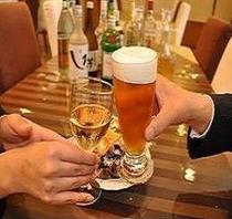 夕方18時〜20時はワンドリンク無料サービス!ビールもある!!
