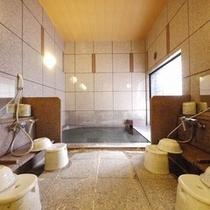女性大浴場はオートロック形式で安全。カギはフロントで貸し出しております。