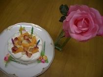 ちょっとしたケーキ ここで作ったり記念日には近くの有名店から取り寄せます。