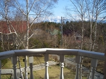 2階テラスから南アルプス方面です。白樺越しに甲斐駒ケ岳、北岳が見えます。