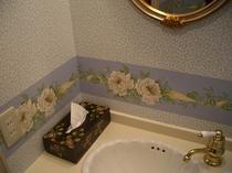 客室洗面室 すべての客室と洗面室のインテリアは異なります。