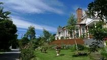 ご近所には、春から秋にはオープンガーデンで花いっぱいのお庭が15件ほどありますよ。お散歩コー