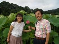 ハスの花と愛妻と。また将来も、きっと天国でも再会しましょうね。お客様に喜んで戴いて功徳を積むのだ。