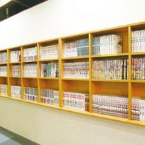 館内には約1,000冊のマンガを完備