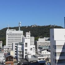 リラックスルームから松山城が見えます